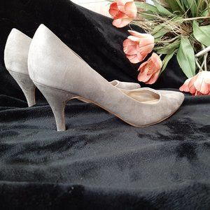 H & M Gray Suede Pumps